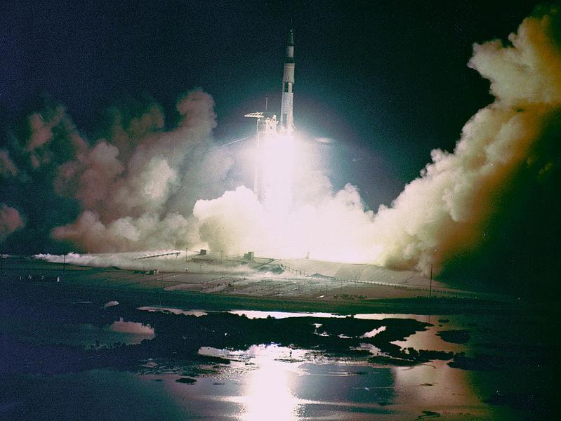 799px-Apollo_17_Night_Launch_-_GPN-2000-001150