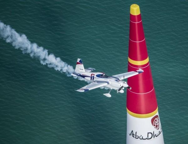 Red Bull Air Race_Abu Dhabi2014_fot. Balazs Gardi_Red Bull Content Pool1