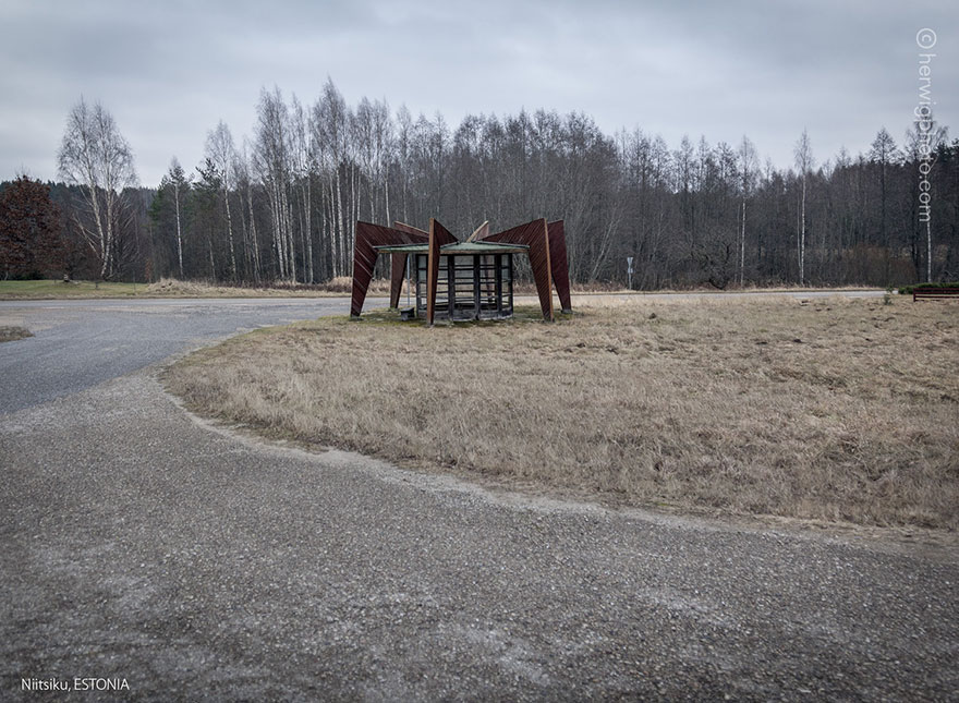 strange-beautiful-bus-stops-soviet-christopher-herwig-38