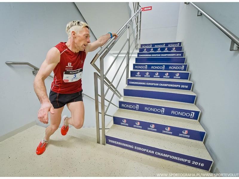 837 schodów na 37 piętrach na czas:)
