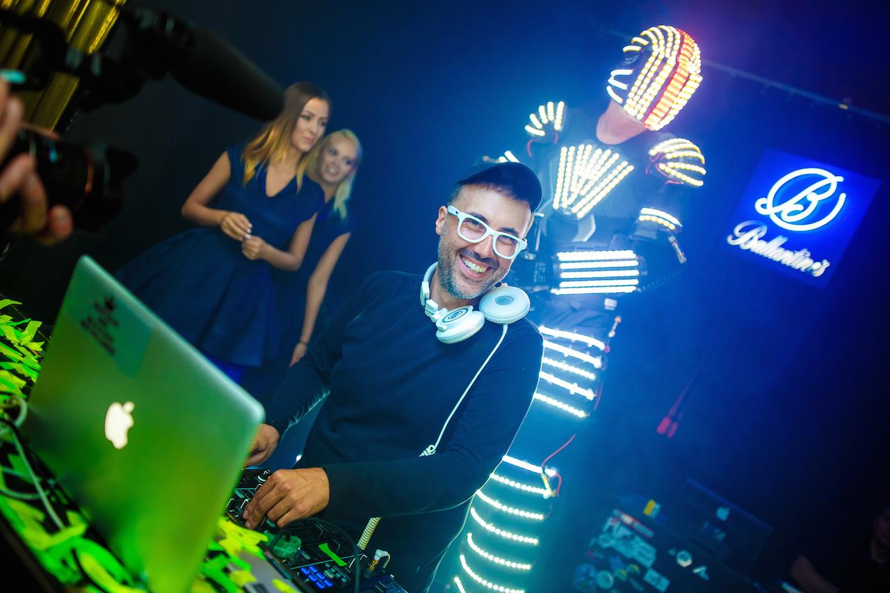 DJ Adamus podczas Ibiza Camp On Festival, fot. Bartko Debkowski _ Kreatyw!Media