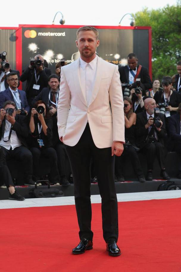 White tuxedo jacket by Gucci  Fot. Getty Images