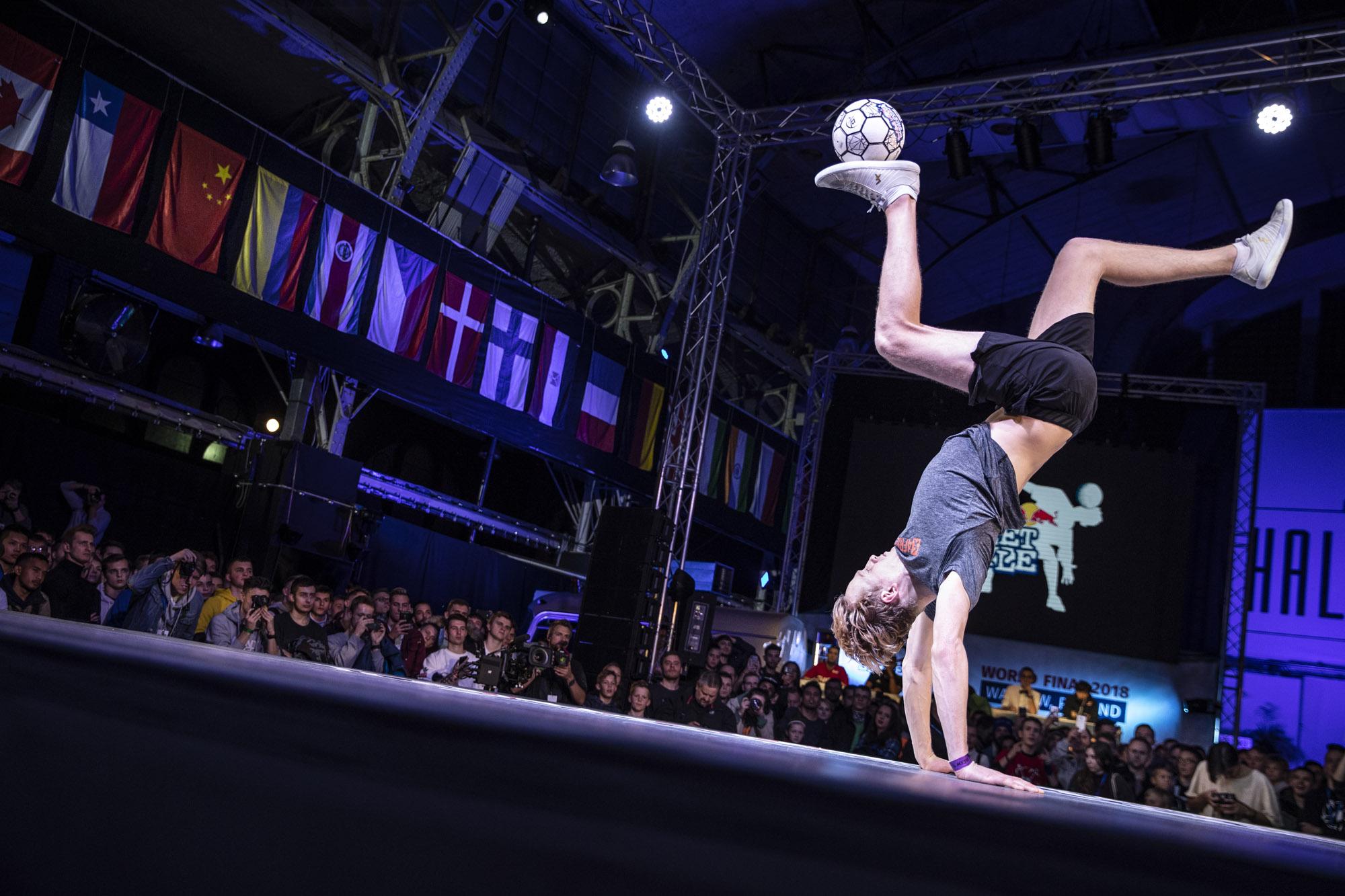 Erlend Fagerli zdominował rywalizację freestyle footballerow fot.Marcin Kin